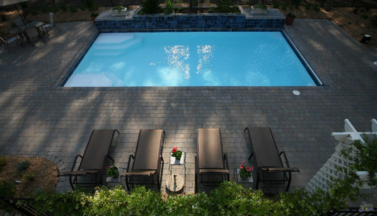 cropped-Outdoor_Patio_Fiberglass_Pool.jpg