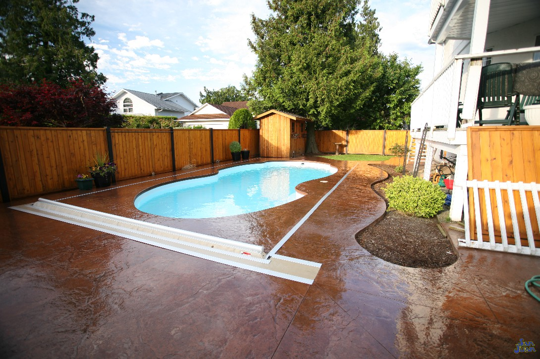 atlantic deep end pool shape with automated pool cover