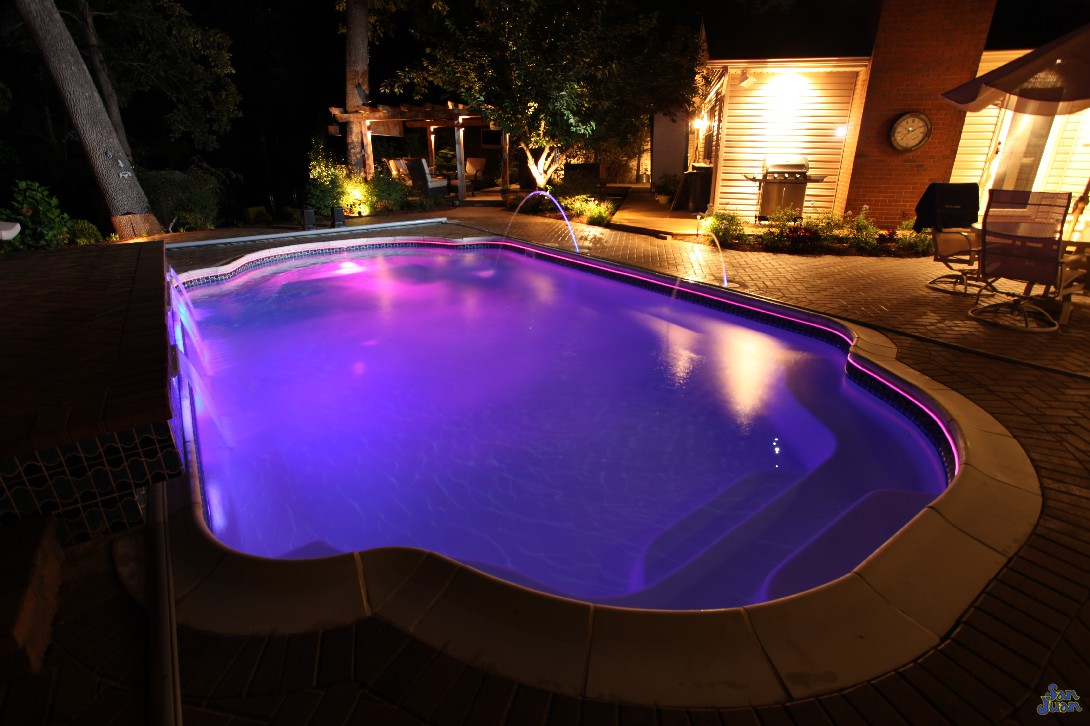 vegas fiberglass pool shape at night with led lighting laminar jets and brick pavers (2)