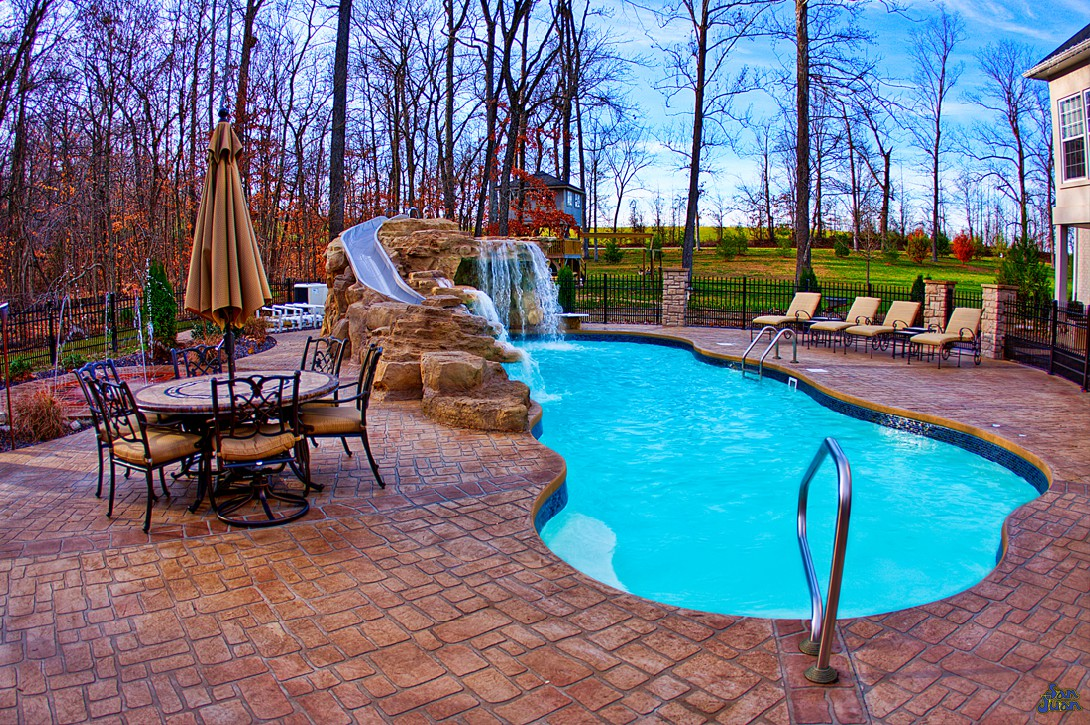 This is another great shot of the Taj Mahal Deep End pool during the day. This swimming pool is absolutely breathtaking. This image shows a crystal clear swimming pool with the Sully Blue Gel Coat. This is one of our four popular color choices. It also really boosts the natural tones of the water so that it's crystal clear!