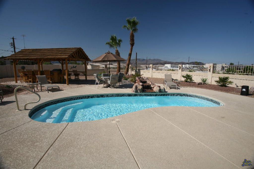 The Catalina – Kidney Shaped Fiberglass Pool