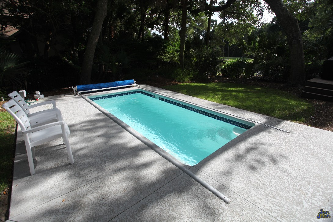 The Cyberlane – Rectangular Pool with an Attached Spa