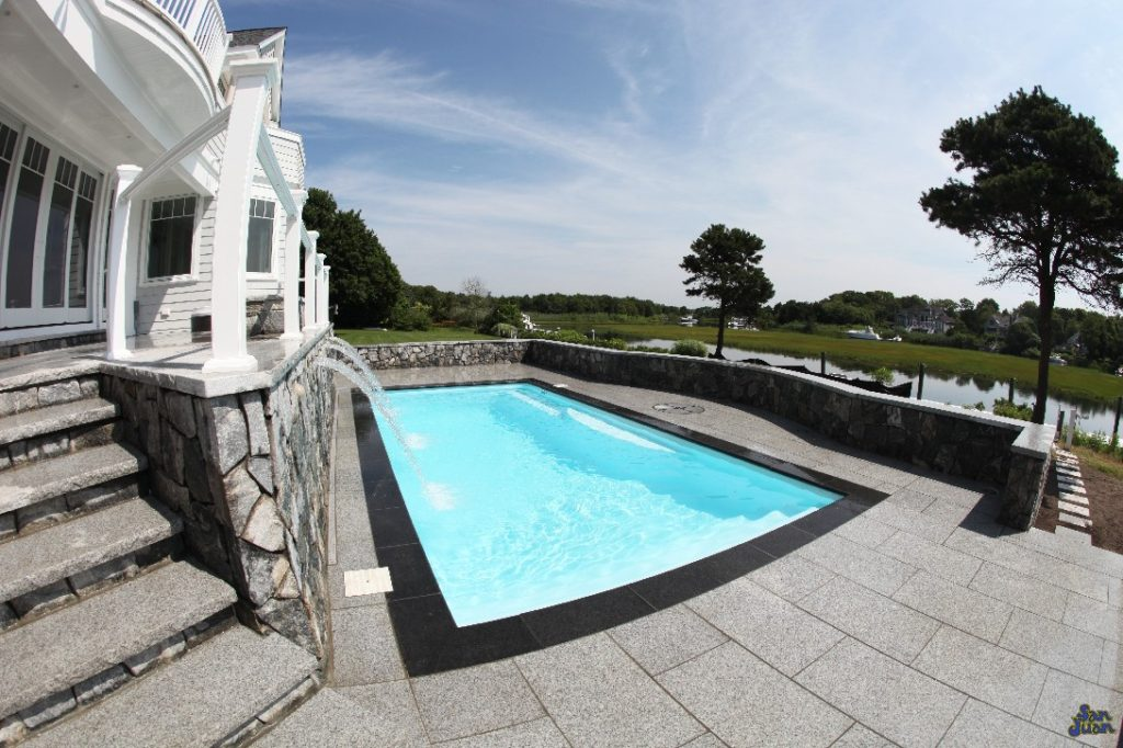 The Wylela – Rectangle Pool With a Long Swim Out Bench