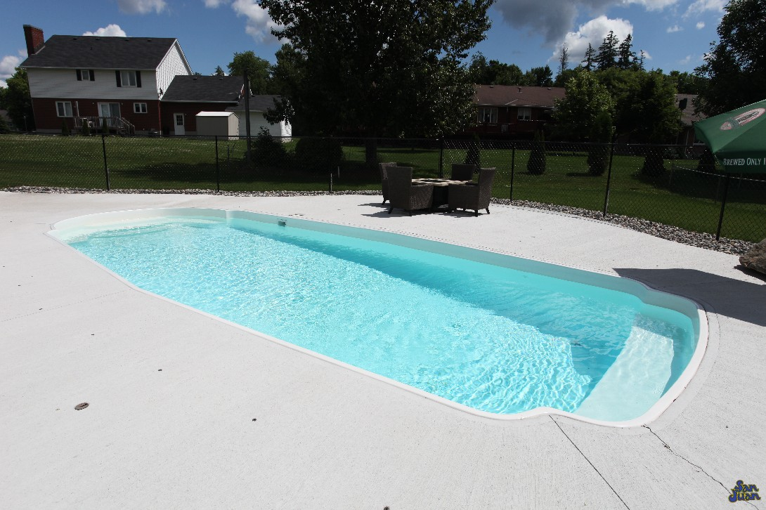"The Savannah is a wide and luxurious fiberglass swimming pool. Built with a dual set of benches and spacious 32' 6"" length - this pool provides plenty of room and seating for guests to enjoy long days in the Texas heat!"
